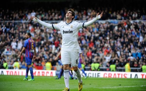 Alvo de pelo menos 30 clubes, Kaká ainda aguarda propostas concretas