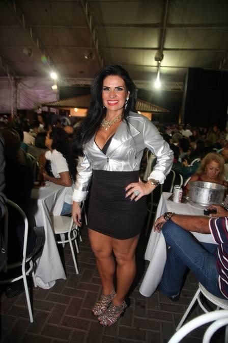 Viviane Araújo alfineta Nicole Bahls: ?Nunca sonhou ser rainha?
