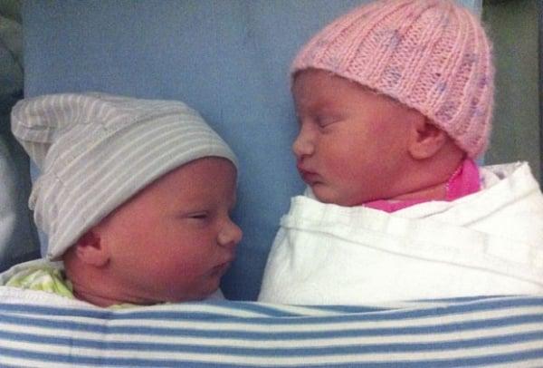 Casal tem gêmeos um ano após perder trigêmeos em incêndio com 19 mortos