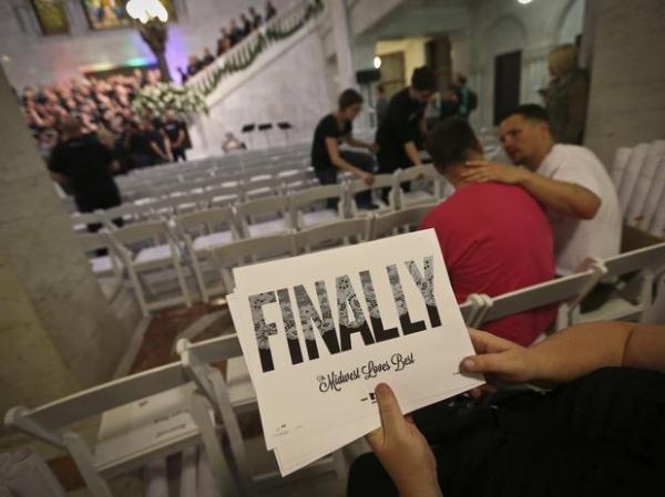 EUA: Choro e beijos marcam primeiros casamentos gays em Minnesota;fotos