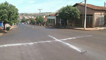 Cruzes de sal aparecem no meio de ruas e intrigam moradores