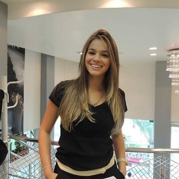 Linda e namorada de Neymar, Bruna Marquezine muda o visual e fica loira