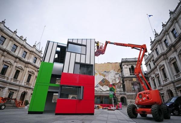 Escritório de arquitetura projeta casa de 3 andares que é construída em 24h