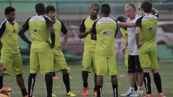Antes de pegar o Santos, Vasco ouve explicações sobre salários atrasados