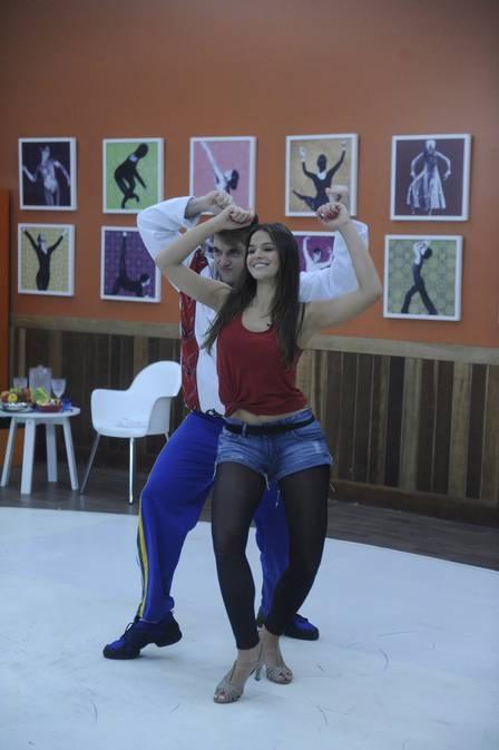 Bruna Marquezine emagrece com ?Dança dos famosos?, mas sente dores nos ensaios: ?Cada ritmo faz doer um lugar diferente?