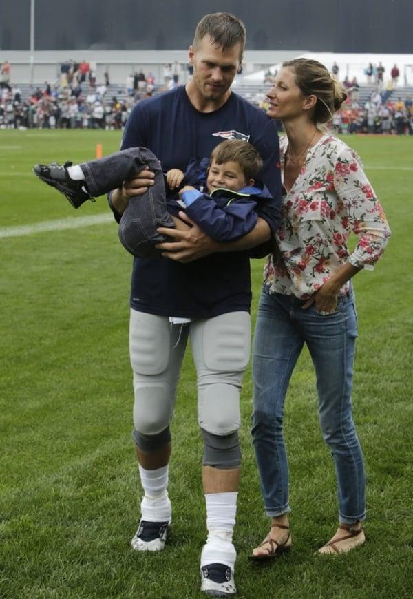 Gisele Bündchen e Tom Brady se derretem por Benjamin após jogo