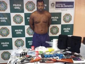 Polícia prende no RJ suspeito de praticar roubos e postar no Facebook