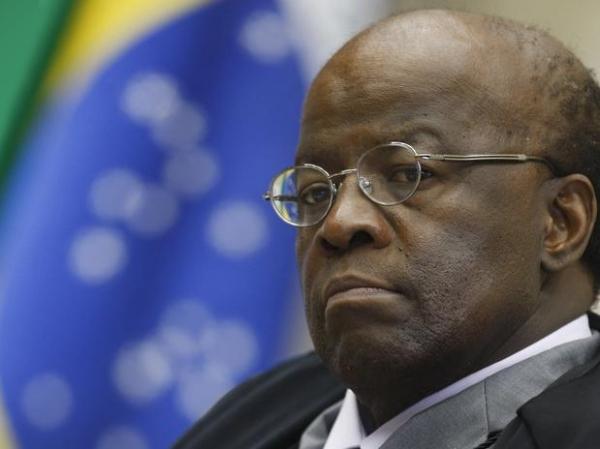 Após discussão, ministro Joaquim Barbosa é criticado por magistrados