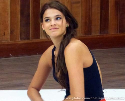 De novo morena, Bruna Marquezine faz ensaio para Dança dos Famosos