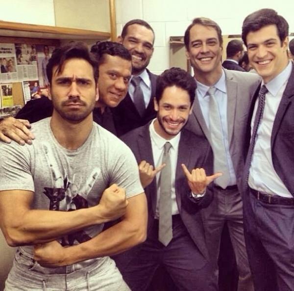 Julio Rocha posa com Mateus Solano e Marcello Antony: