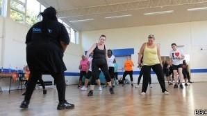 Professora de ginástica de 133 kg ajuda alunos a perder peso
