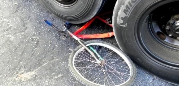 Ônibus mata ciclista após atropelamento no centro de Parnaíba