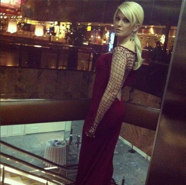 Antônia Fontenelle usa vestido decotado e ganha elogios na internet