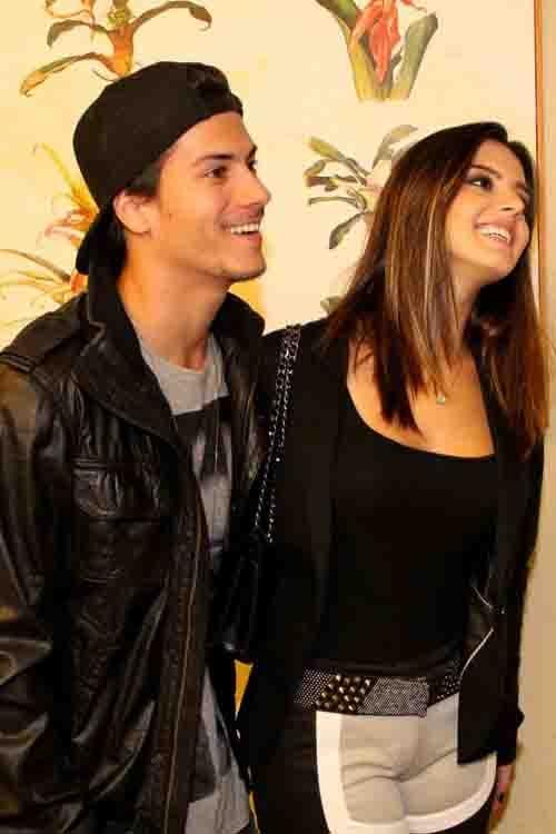 Giovanna Lancellotti vai com o namorado a festa de aniversário