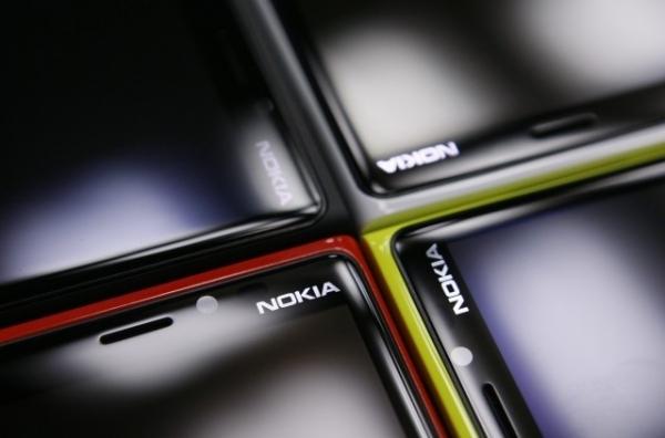 Lumia 825, com tela de 5,2 polegadas e dual-sim, é revelado em teste