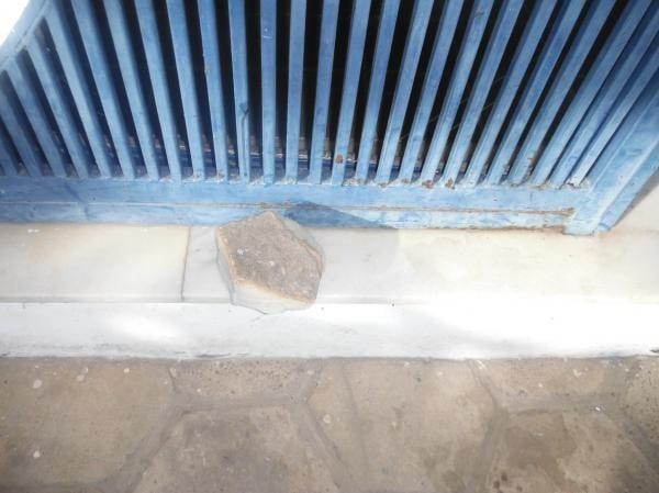 Moradores quebram portas da Agespisa após falta de água em Floriano