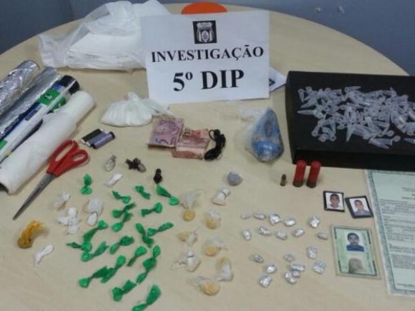 Polícia encontra cocaína escondida em imagem de Nossa Senhora