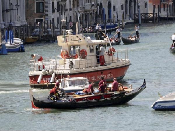 Turista alemão morre após colisão de gôndola com balsa em Veneza