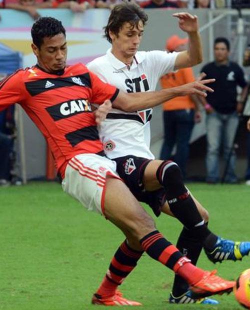 Jadson perde pênalti no fim, São Paulo empata com Flamengo e mantém jejum