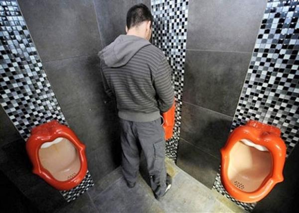 Cidade chinesa vai multar quem errar a pontaria ao urinar em banheiros