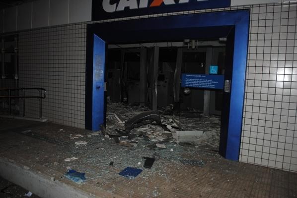 Homens explodem Agência, atiram em segurança e roubam dinheiro