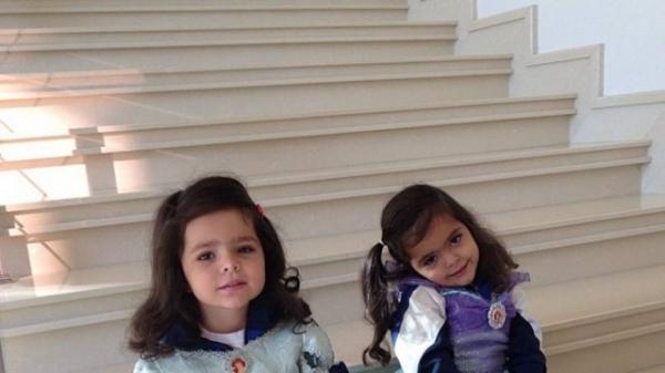 Luciano publica foto das filhas gêmeas vestidas como princesas
