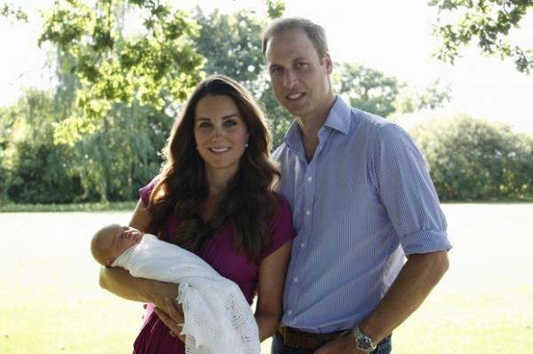 Pai de Kate Middleton faz primeira foto oficial de George Alexander