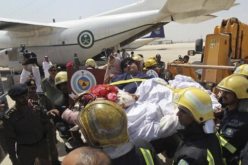 Saudita de 610 quilos precisa de empilhadeira para entrar em avião