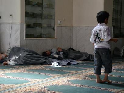 Oposição síria diz que 494 pessoas morreram em ataques com gás e bombas
