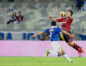 Flamengo terá de pagar R$ 300 mil para escalar Moreno contra o Grêmio