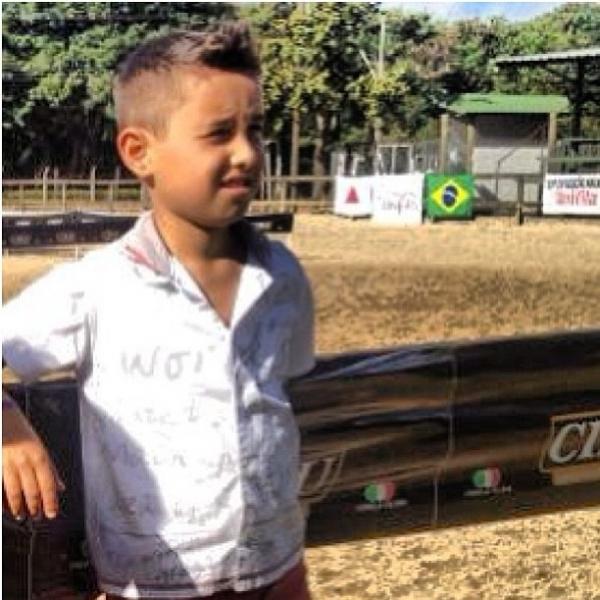 Ex-affair de Tony Salles posta foto com o filho e diz: