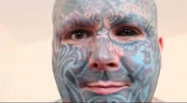 Homem mais tatuado do Reino Unido faz obra de arte no rosto em 3D