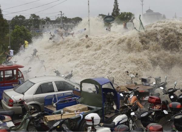 Onda gigante fere 30 no leste da China e causa pânico em cidade