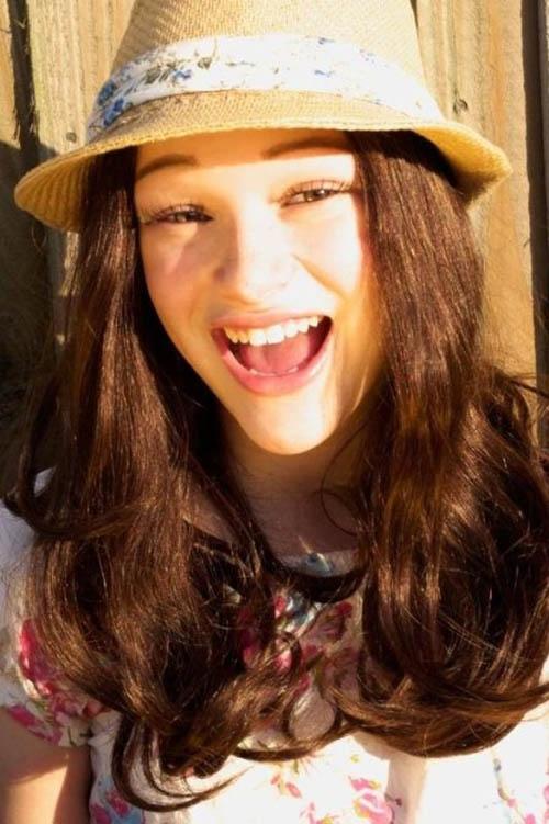 Cantora inglesa que faz sucesso na internet fala sobre ser careca tão nova