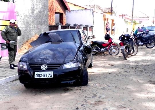 Carro capota com criança dentro, em Parnaíbaâ??; fotos!