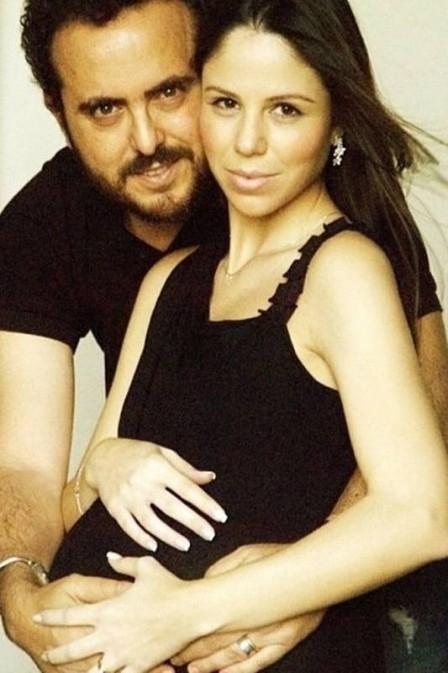 Empresário que beijou o jogador Emerson Sheik é casado há 12 anos e está prestes a ter o terceiro filho