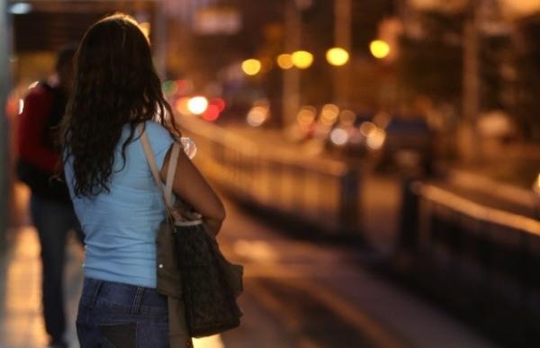 Molestada duas vezes em ônibus, jovem vai à Justiça contra suspeito
