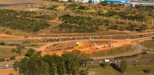 Obra da Copa em Brasília desmata árvores protegidas do Cerrado