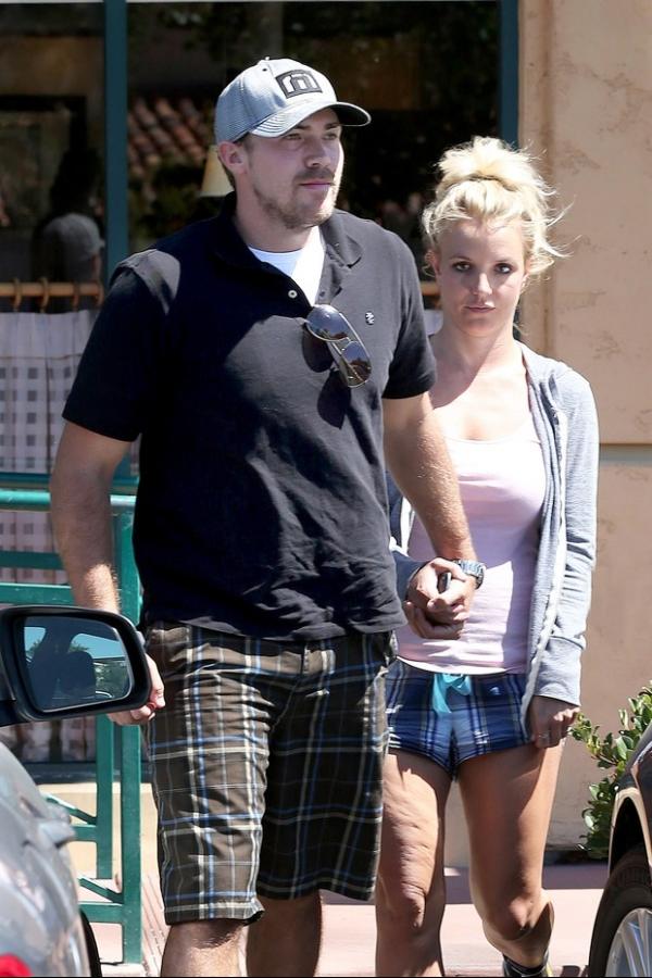 Academia nela! Britney Spears usa shortinho e exibe celulites; confira