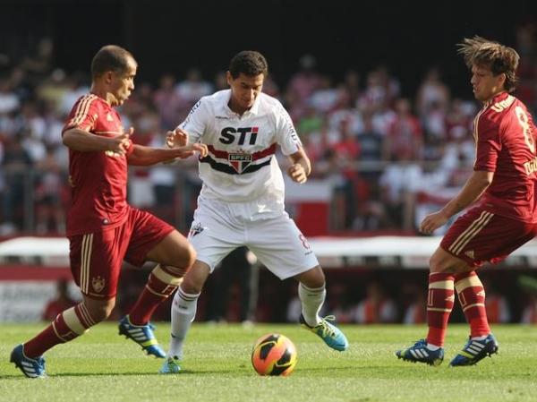 Com gol de L. Fabiano, São Paulo bate Flu e encerra jejum de três meses