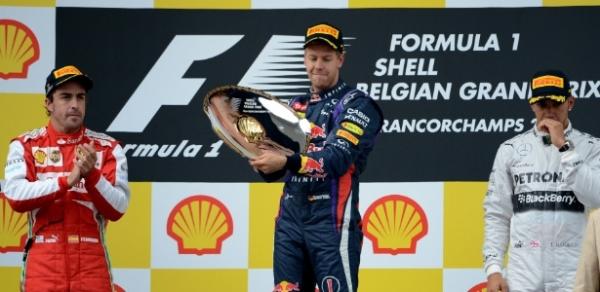 Vettel vence com tranquilidade na Bélgica e se torna 5° maior vencedor da F-1
