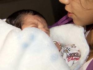Pais de bebê levado de shopping farão exame de DNA