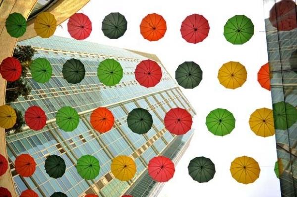 Shopping tem cobertura de guarda-chuvas na Coreia do Sul. Veja!