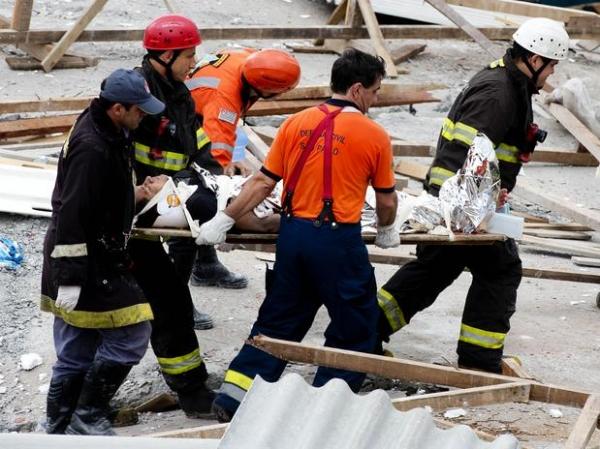 Desabamento de prédio em contrução deixa dois mortos e 24 feridos em São Paulo; veja fotos