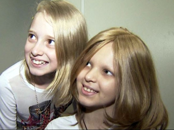Garota de 10 anos corta cabelo pela 1ª vez para doar a amiga com câncer