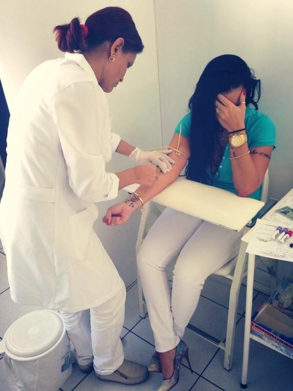 Kamyla Simioni faz exame de sangue e confessa: