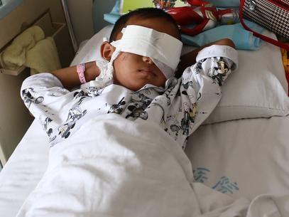 Menino chinês tem os olhos arrancados para tráfico de órgãos