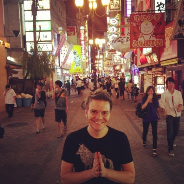 Michel Teló posa em viagem a Japão: