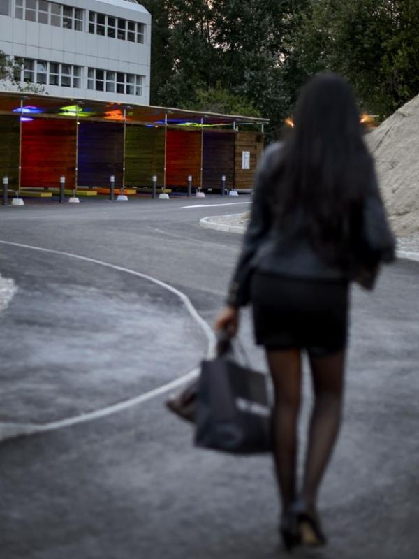 Primeiro drive-in do sexo na Suíça tem início modesto na abertura