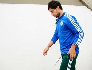 Valdivia não se recupera e está fora do jogo contra o Atlético-PR